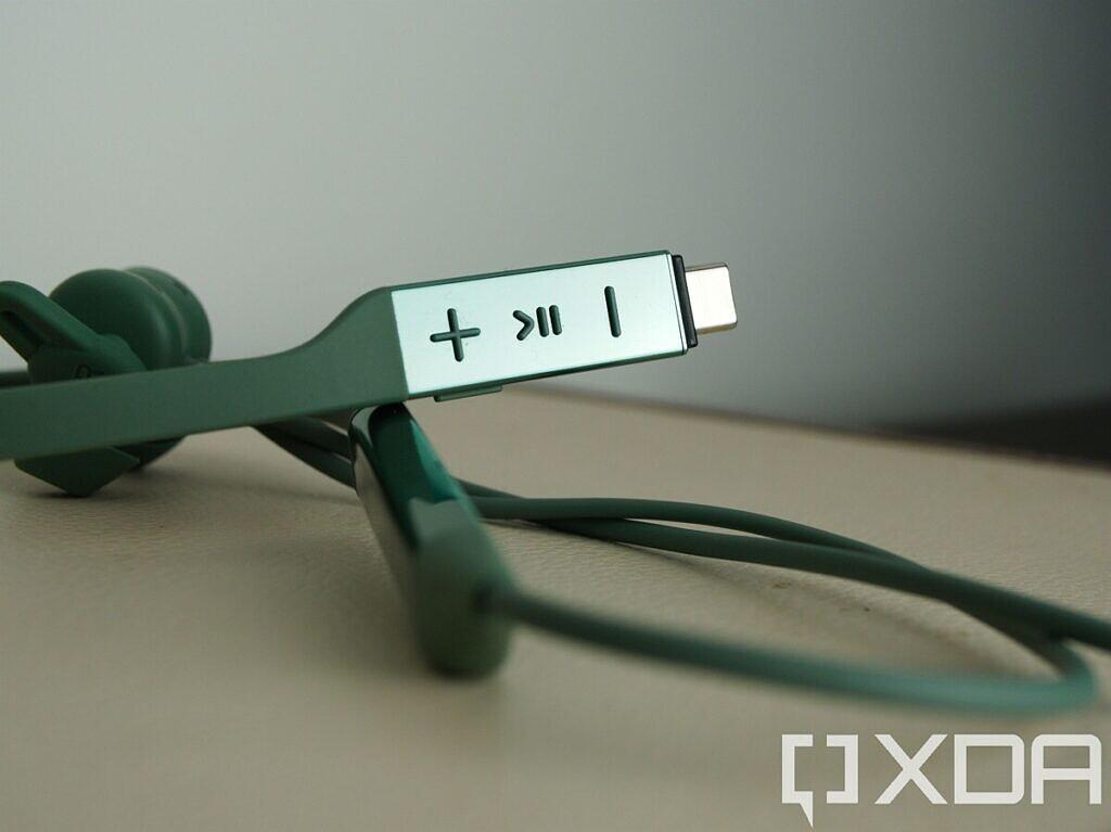 ضوابط Huawei FreeLace Pro التي تعمل باللمس ومنفذ USB-C