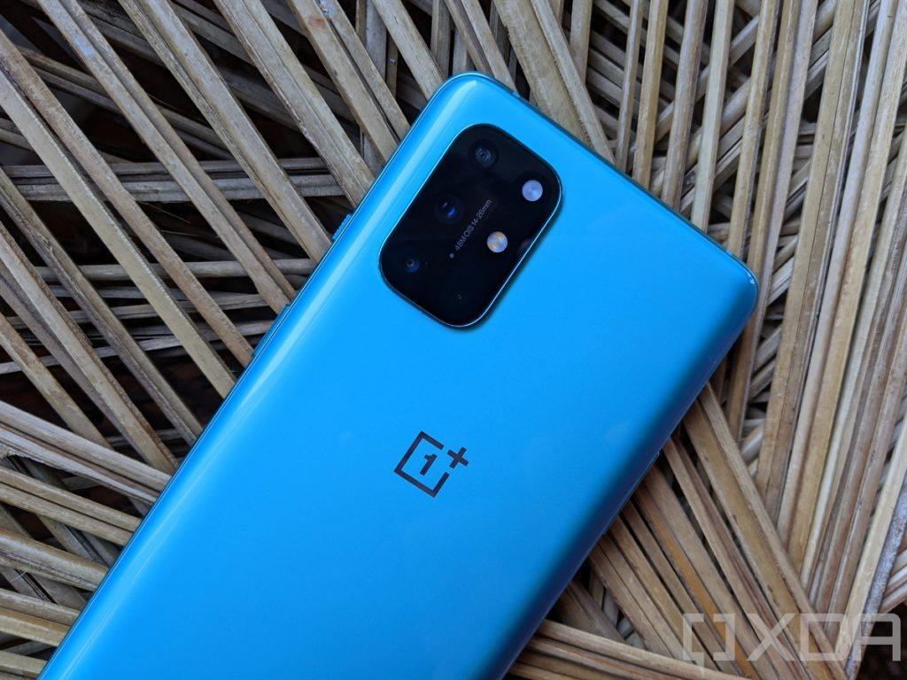 OnePlus-8T-Aquamarine-Green-Back-Camera-Module-Looking-Blue