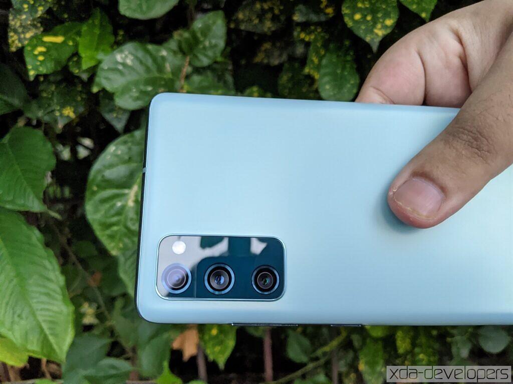 Samsung Galaxy S20 FE Cloud Mint cameras