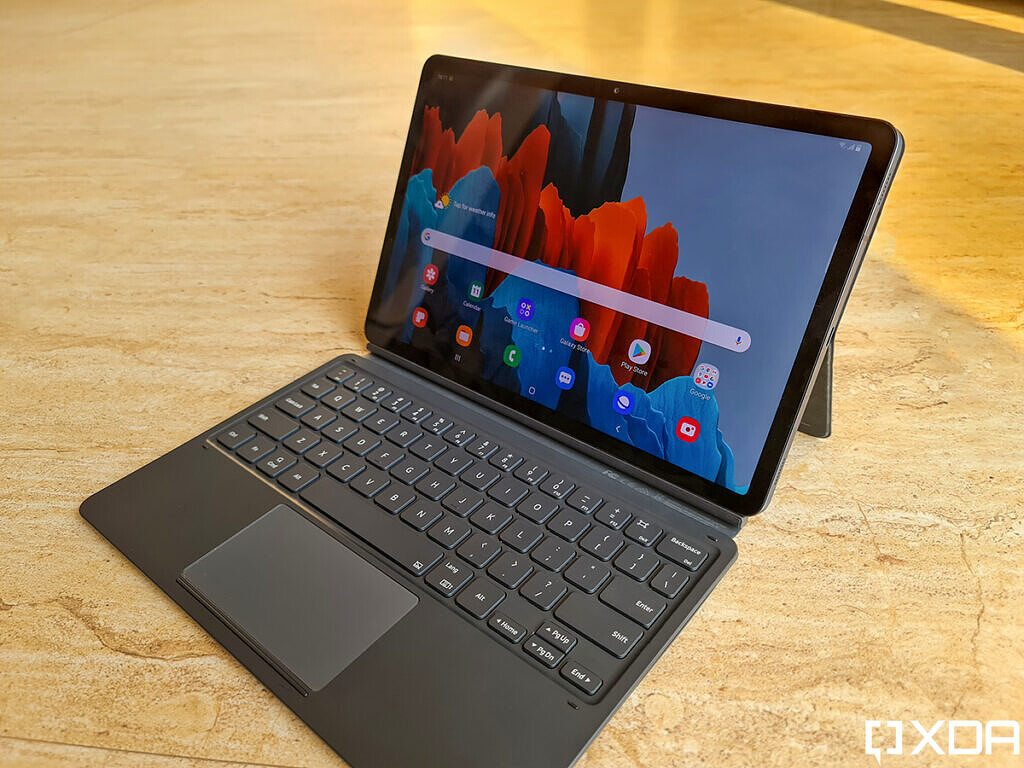 Mystic black Samsung Galaxy Tab S7 with keyboard cover